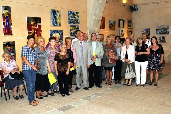 Les artistes le soir du vernissage entourant Claude CARCELLER, maire de Montpeyroux et Robert LECOU, député de la 4° circonscription.