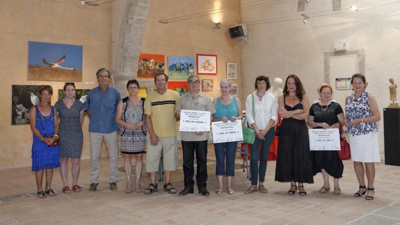 Les lauréats autour des élus et des membres du jury.